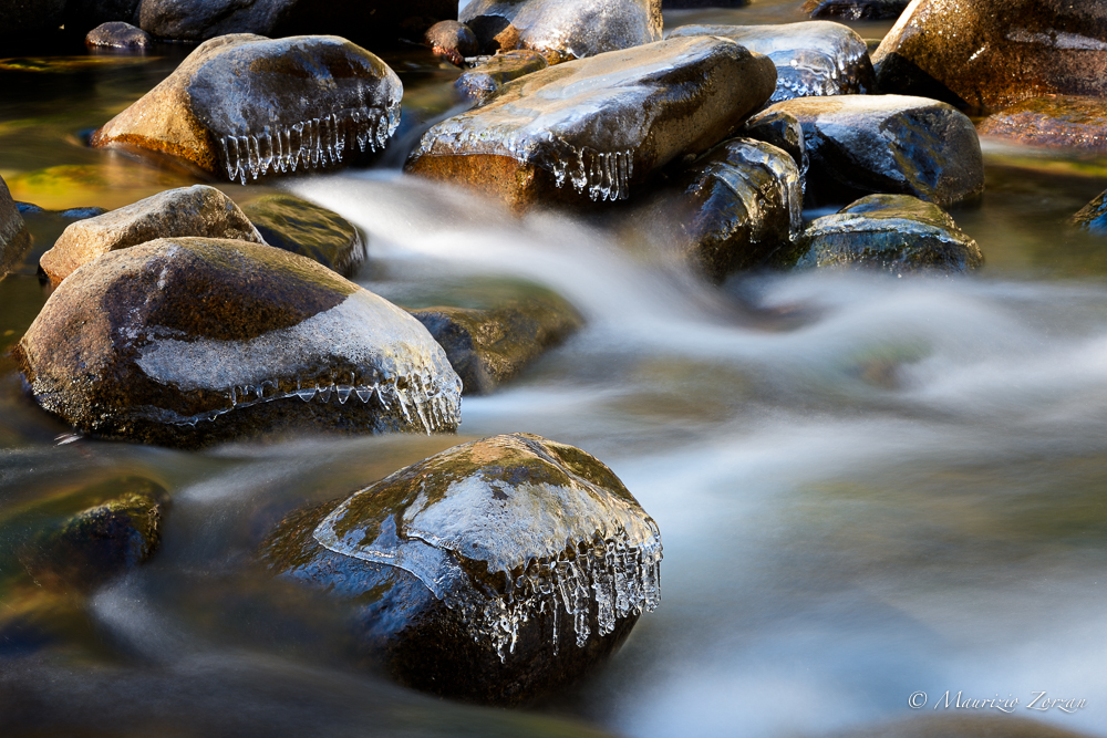 Merced River acqua che scorre